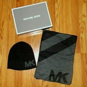 NEW MICHAEL KORS Hat & Scarf Set Gift Box